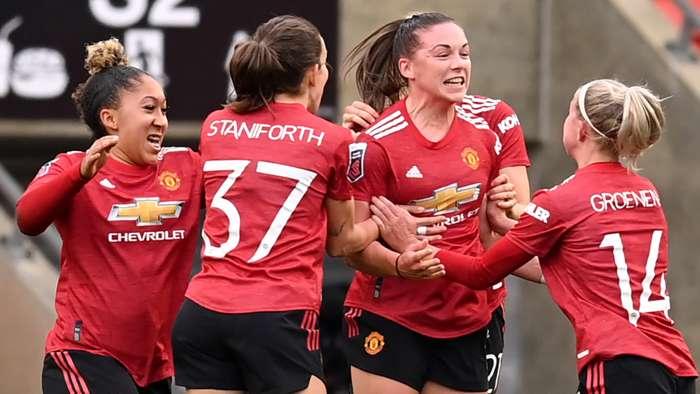 Kirsty Hanson Man Utd Women Celebrating 2020-21