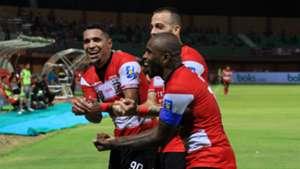 Selebrasi Greg Nwokolo Alberto Goncalves Aleksandar Rakic - Madura United