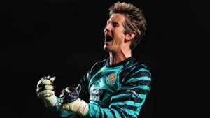 Former Man Utd goalkeeper Van der Sar reveals how he could've joined Liverpool