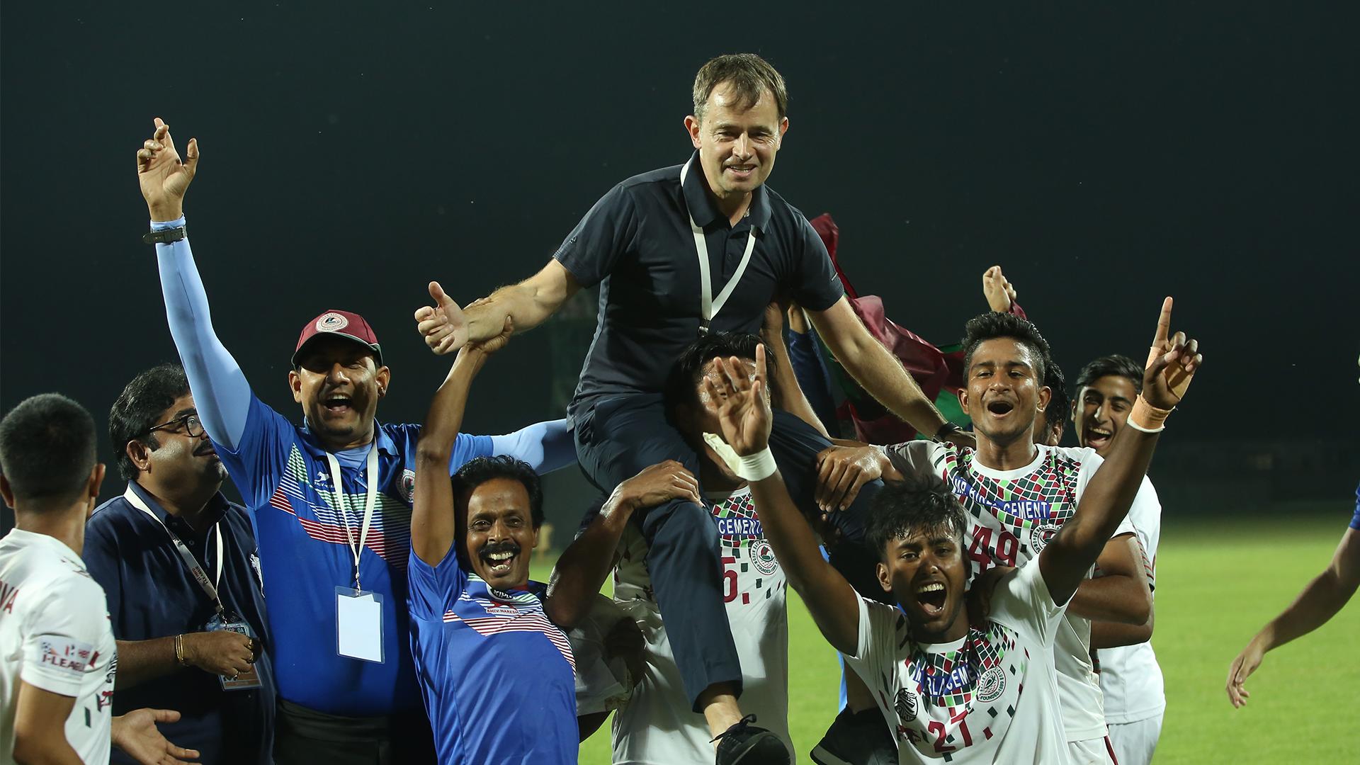Former Mohun Bagan and Kerala Blasters coach Kibu Vicuna joins Polish second division side LKS Lodz