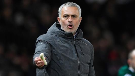 Jose-mourinho-manchester-united-banana-2017_rgg15ugonkvm1hscqc9ov8d41