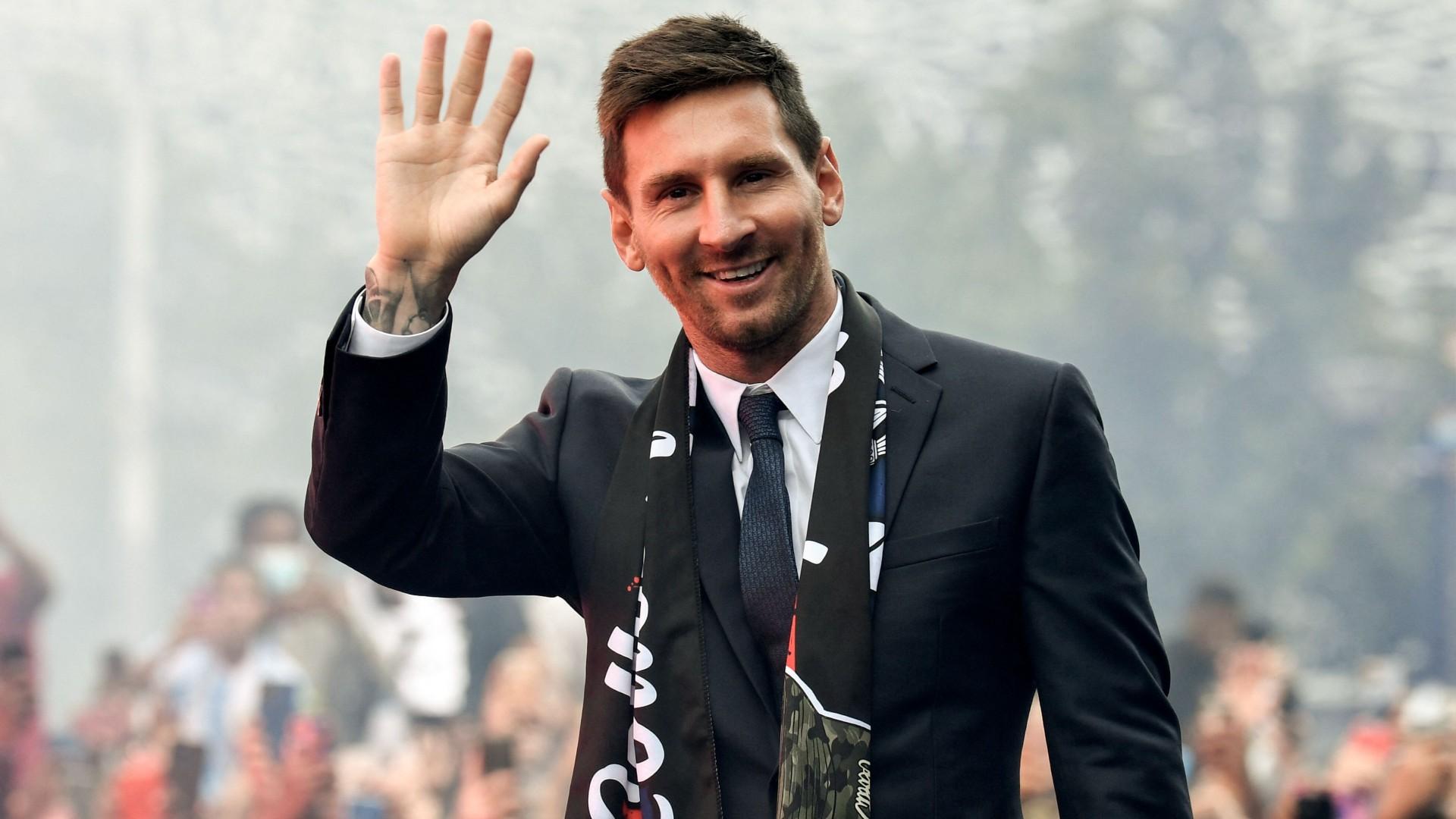 Super Eagles legend Okocha welcomes Messi to PSG