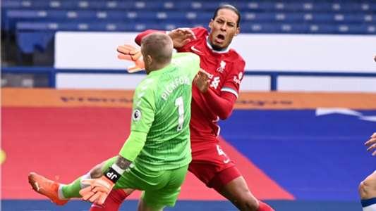 (Liverpool) Thủ phạm khiến Van Dijk chấn thương nặng được HLV trưởng bảo vệ
