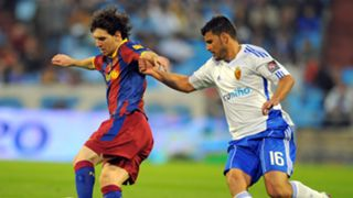 Lionel Messi on a run against Zaragoza