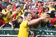 Dortmund legend team player Lee young pyo with fans.