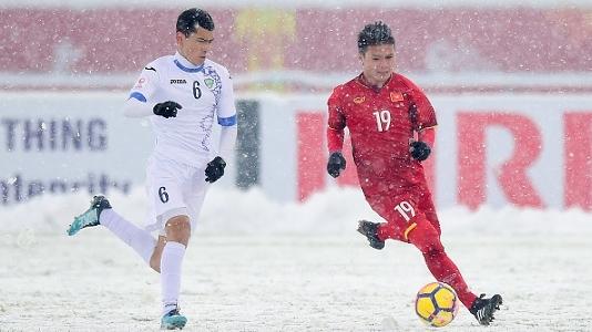 Xuân Trường nói gì với Quang Hải trước siêu phẩm 'cầu vồng tuyết' ở Thường Châu? | Goal.com