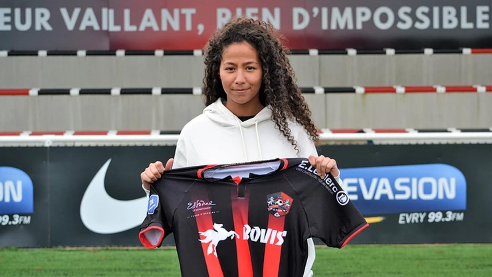 Lina Chabane: Fleury 91 sign Algeria midfielder from Montauban