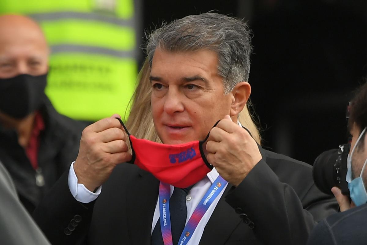 متحرش أم خفيف الظل؟ لابورتا يُثير الجدل في انتخابات برشلونة! | Goal.com