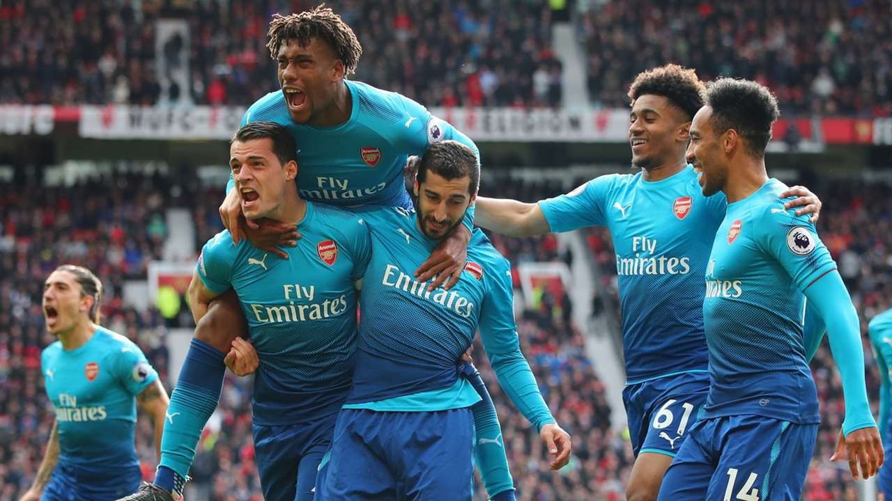 Arsenal celebrate vs Man Utd