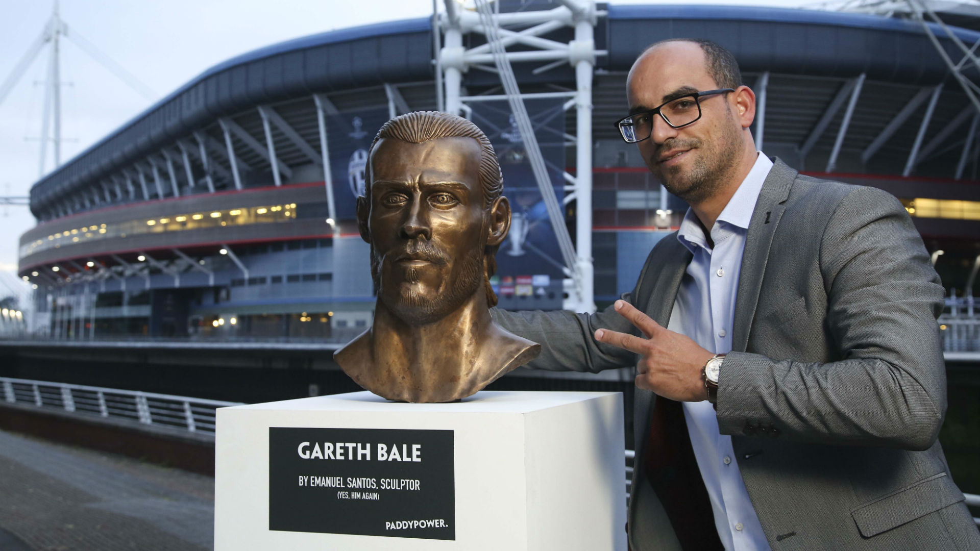 Gareth Bale Statue/Bale Bust