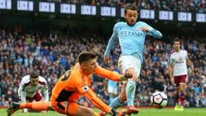 Bernardo Silva Nick Pope Manchester City Burnley 21102017