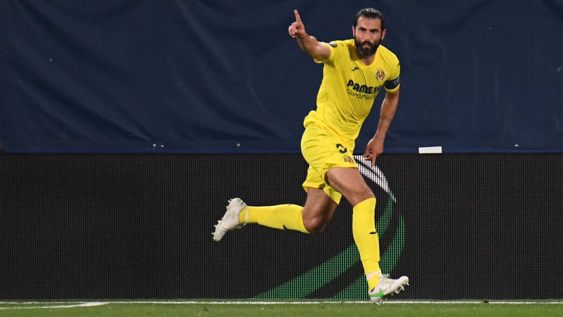 Smith Rowe of Arteta's bet backfires but Pepe gives Arsenal crucial Europa League lifeline