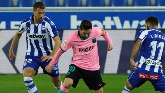 (Alaves 1-1 Barca) Messi thoát thẻ đỏ sau khi sút bóng vào trọng tài