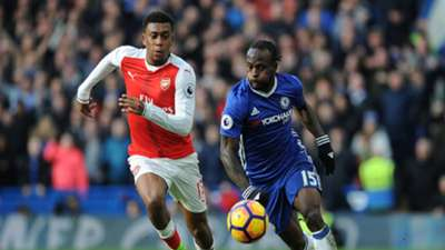 Alex Iwobi of Arsenal takes on Victor Moses of Chelsea during the Premier League match February 2017