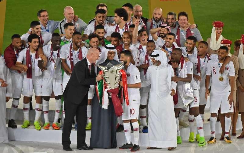 احتفال منتخب قطر بكأس آسيا