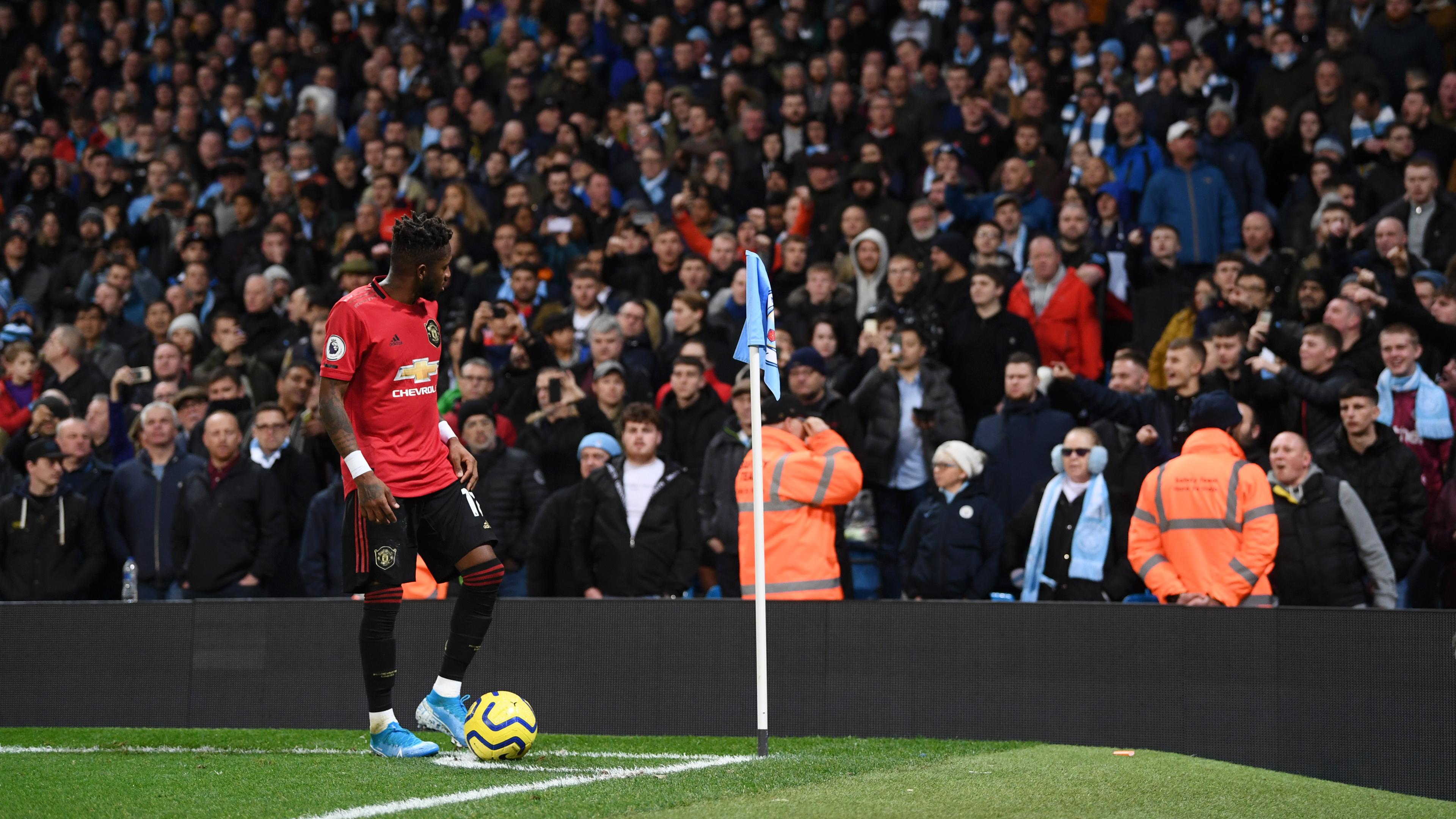 gambar 2 - fred manchester united korban rasisme