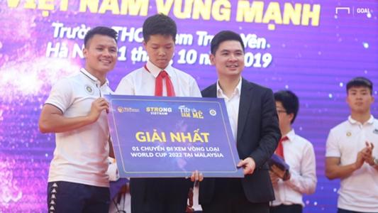Bắt cặp với Quang Hải khi chơi game, một học sinh có vé sang Malaysia xem bóng đá | Goal.com