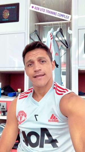 (Embed only) Alexis Sanchez returns to Manchester United training 2
