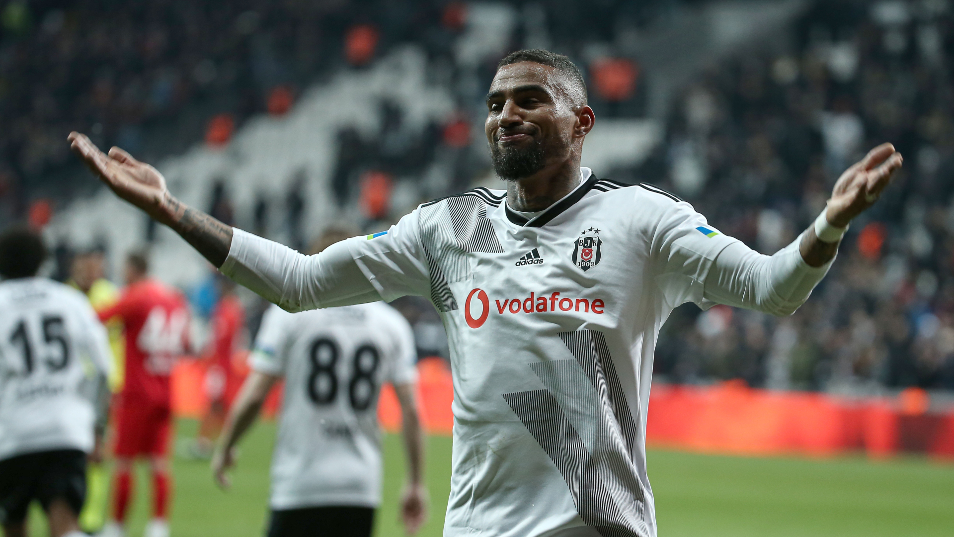 Besiktas' Kevin-Prince Boateng goes hairless