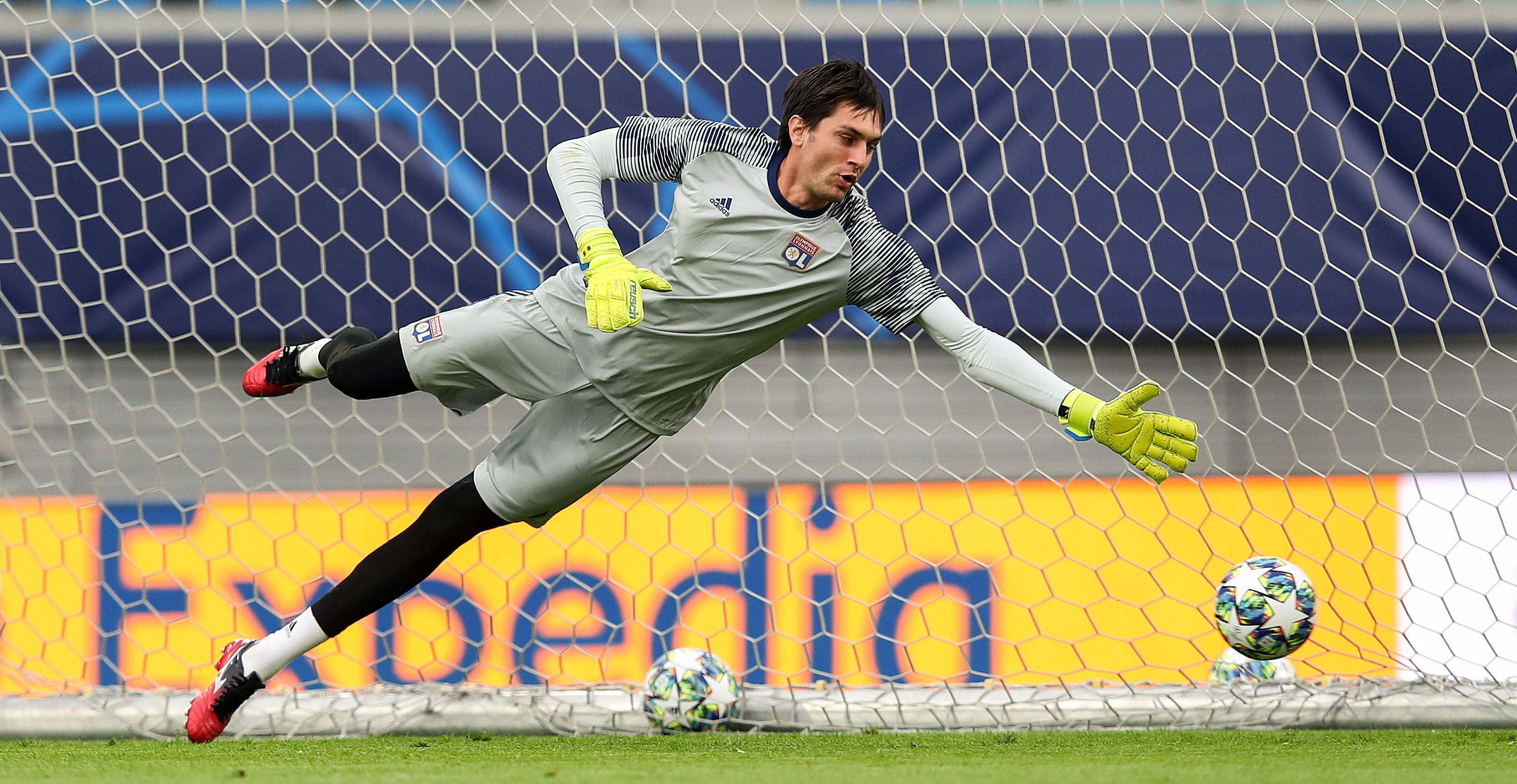 PSG-Lione, infortunio nel riscaldamento per Tatarusanu: Lopes in porta |  Goal.com