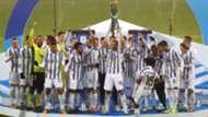 Juventus Napoli Supercoppa celebrating trophy