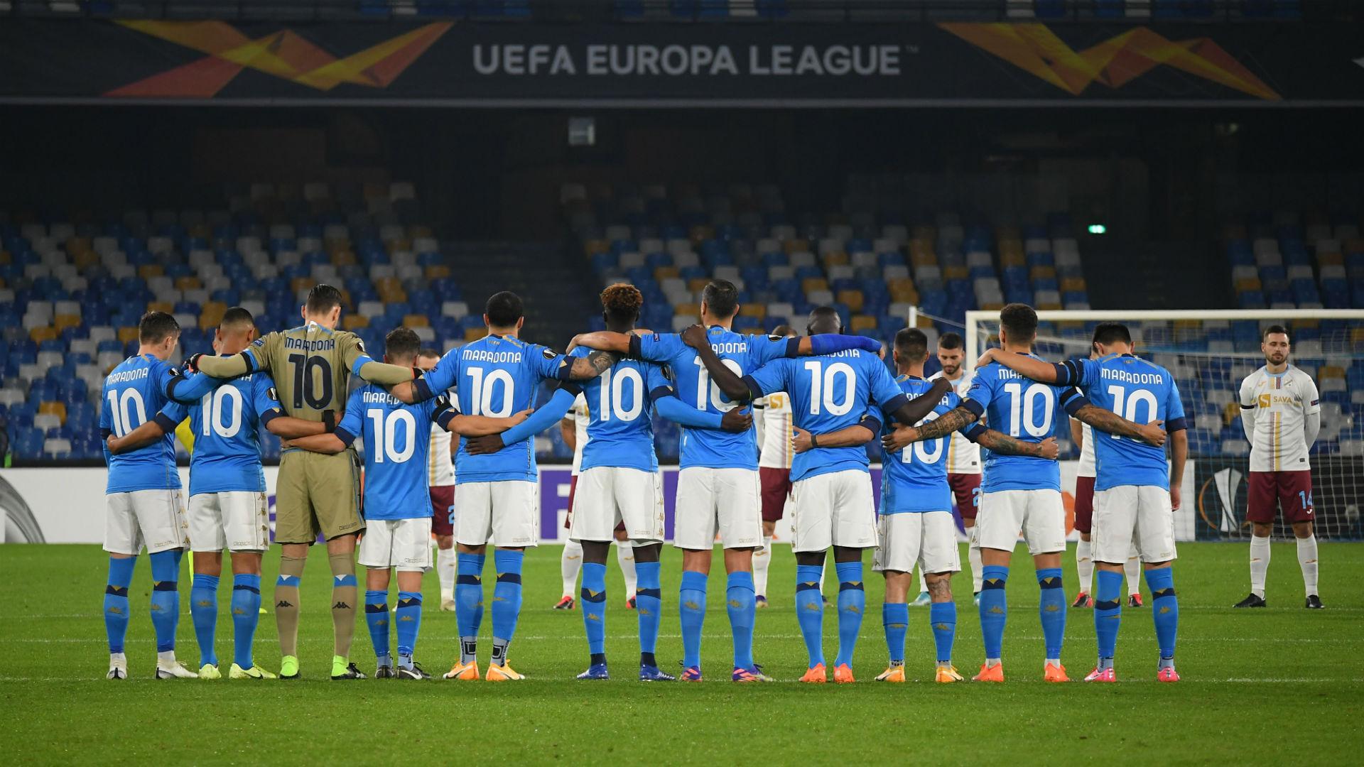 Los jugadores del Napoli saltaron al campo con la camiseta de Maradona |  Goal.com