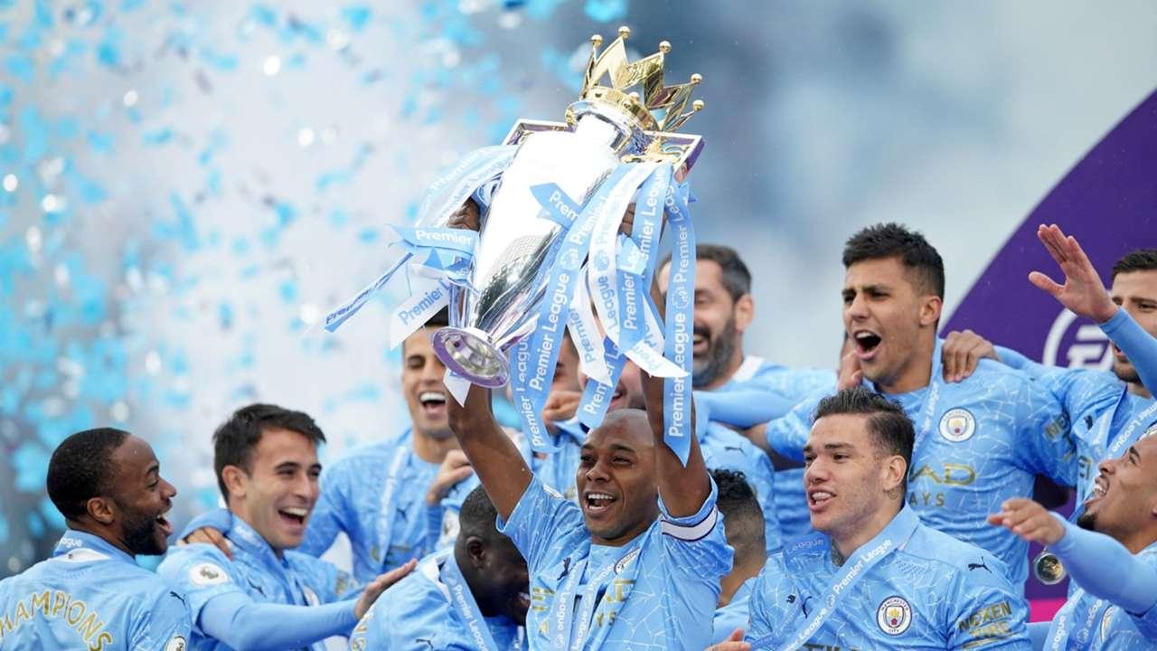 Fernandinho lift Premier League trophy Manhchester City