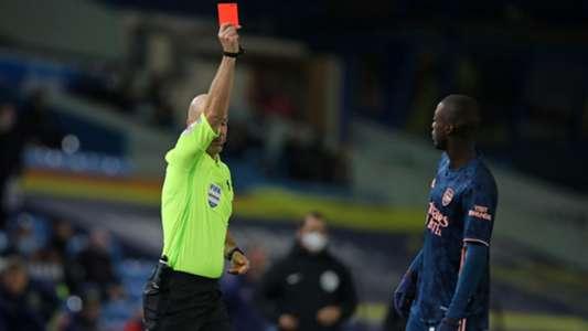 Nicolas Pepe lên tiếng xin lỗi sau chiếc thẻ đỏ ngớ ngẩn
