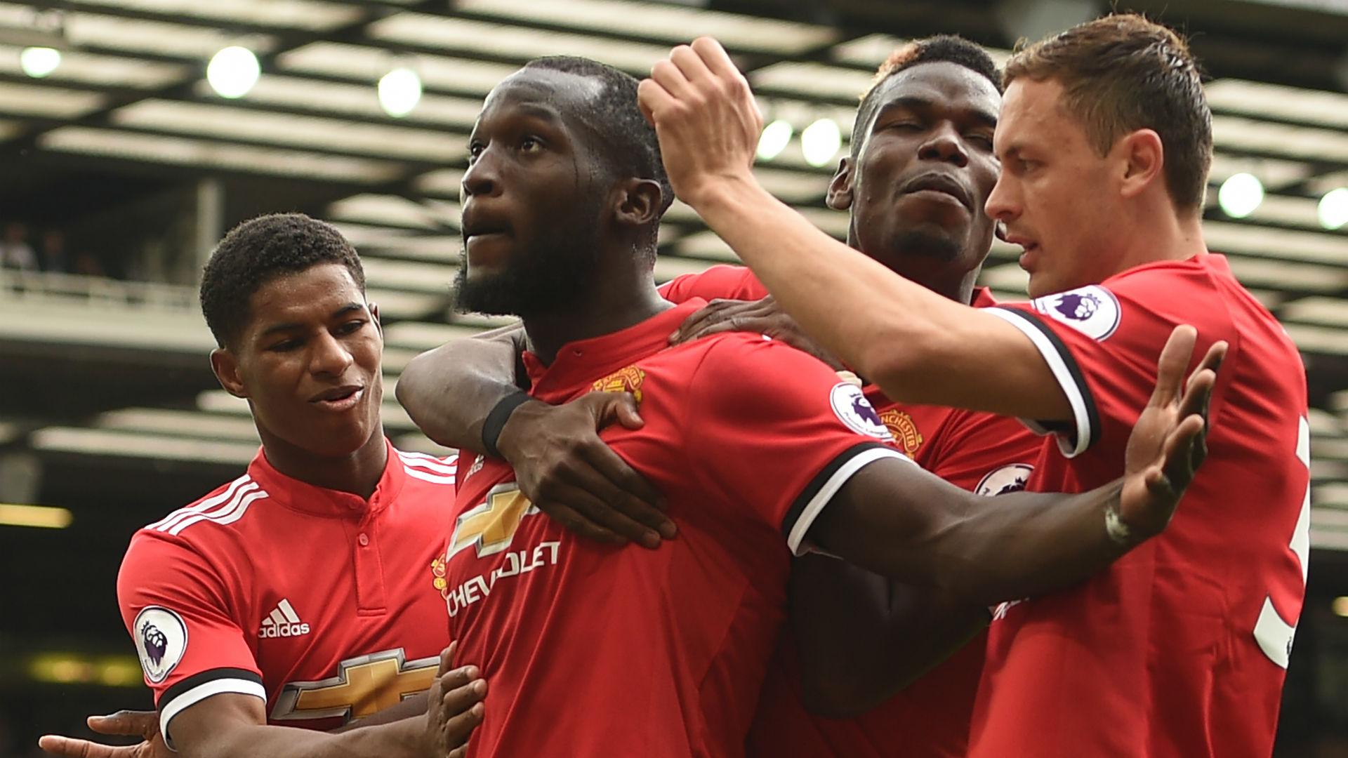 Manchester United celebrate Romelu Lukaku