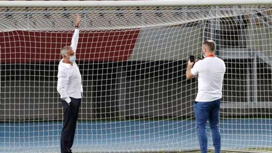 Tottenham thắng trận sau khi HLV Mourinho đòi thay... khung thành của đối thủ
