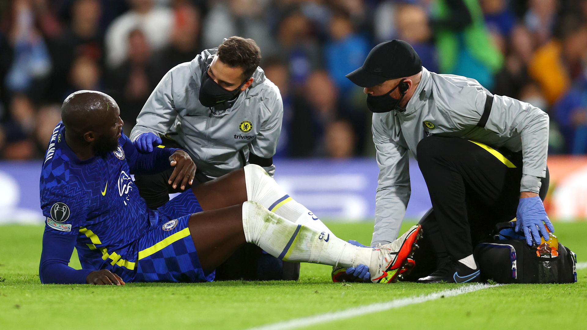 Lukaku avoids major injury scare with Chelsea hopeful striker will miss only two or three weeks