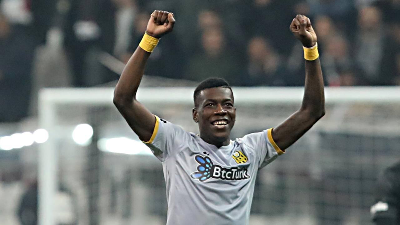 PFDK, Yeni Malatyaspor'dan Teenage Hadebe'ye 3 maç men cezası verdi |  Mackolik.com