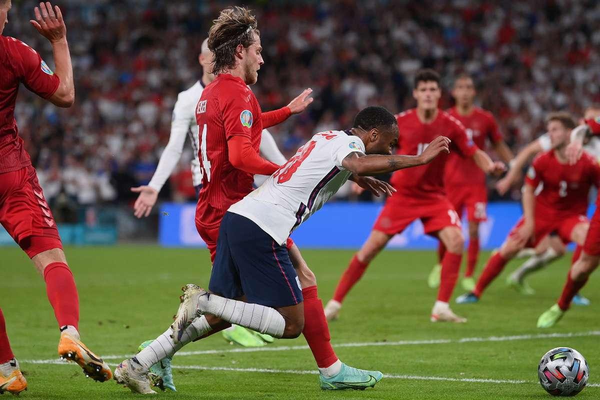 Pênalti em Sterling pela semifinal da euro 2021 contra a Dinamarca.