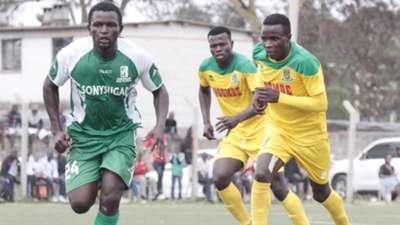 ENOCK AGWANDA of Sony Sugar v CLIF NYAKEYA of Mathare United.