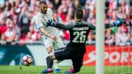 Kepa Arrizabalaga and Karim Benzema in a Real Madrid - Athletic Bilbao match