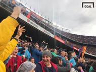 4일(현지시간) 캄프누 스타디움에서 펼쳐진 바르사와 아틀레티코마드리드의 경기에서 터진 메시의 프리킥 골 이후 환호하는 관중의 모습. 사진=골닷컴 이하영 에디터