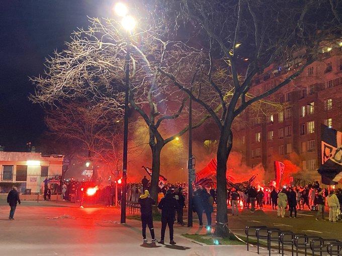 PSG-Dortmund - L'incroyable arrivée des supporters au Parc des Princes