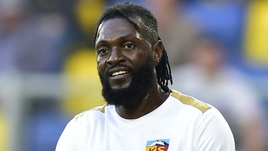 Watch Adebayor's remarkable arrival at Olimpia | Goal.com