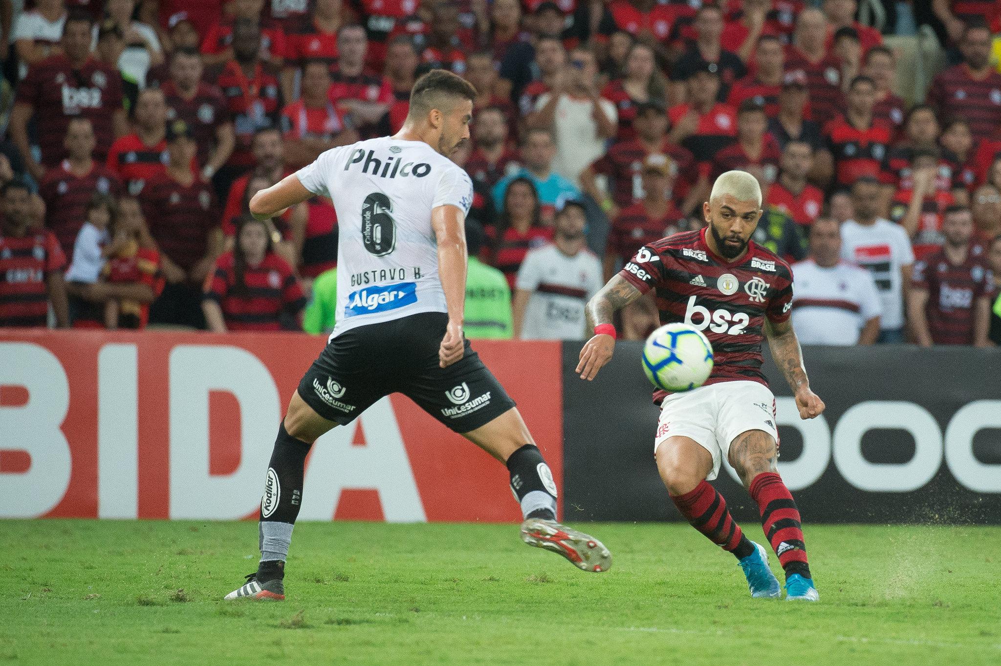 Gabigol dá cavada e faz golaço de cobertura na vitória do Flamengo sobre o Santos