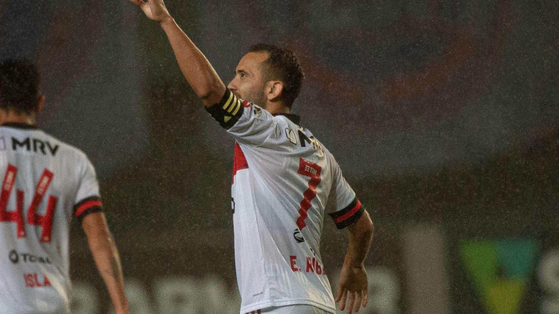 Prazer, Everton Ribeiro: meia faz das suas e se 'apresenta' a Dome no  Flamengo | Goal.com