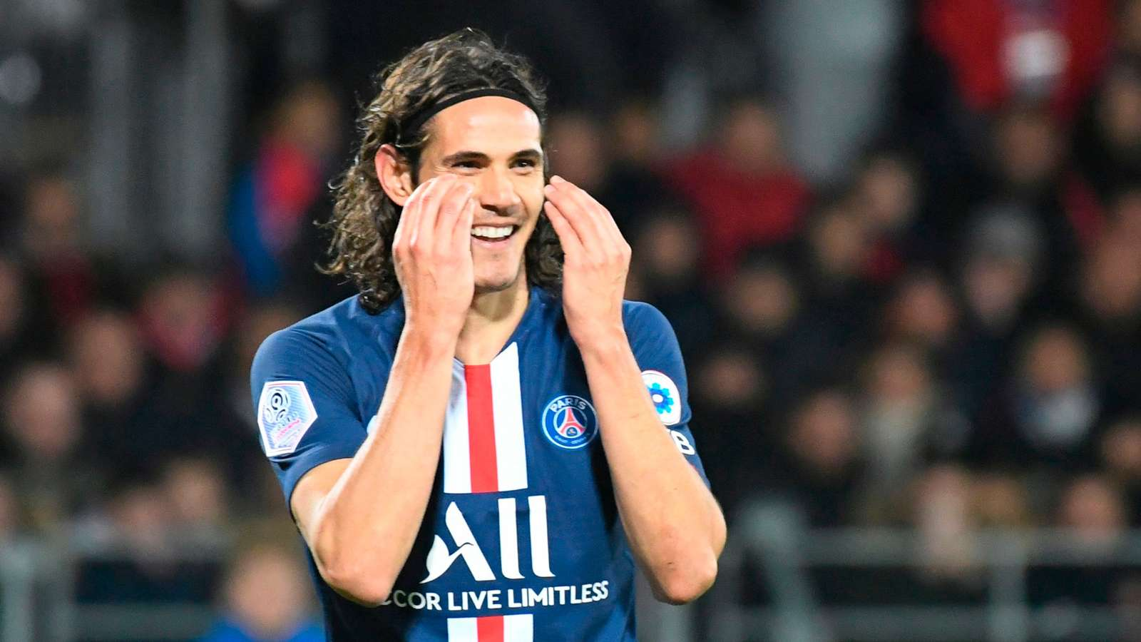 Man Utd 'missing a trick' by not signing Benfica-bound Cavani, says Saha