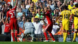 Pepe Reina Liverpool Arsenal 2010