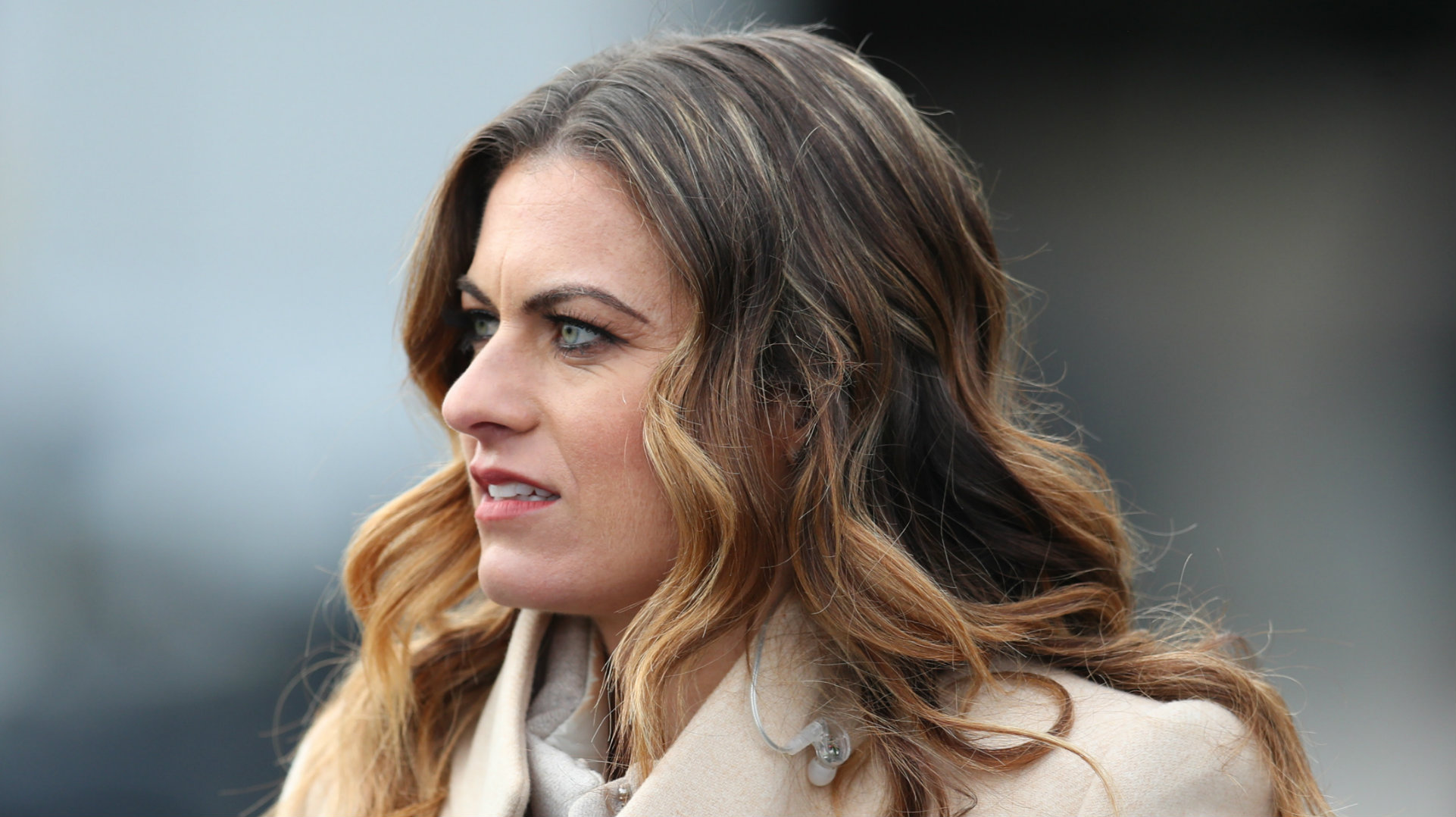 Karen Carney deletes Twitter account after abuse over Leeds comments