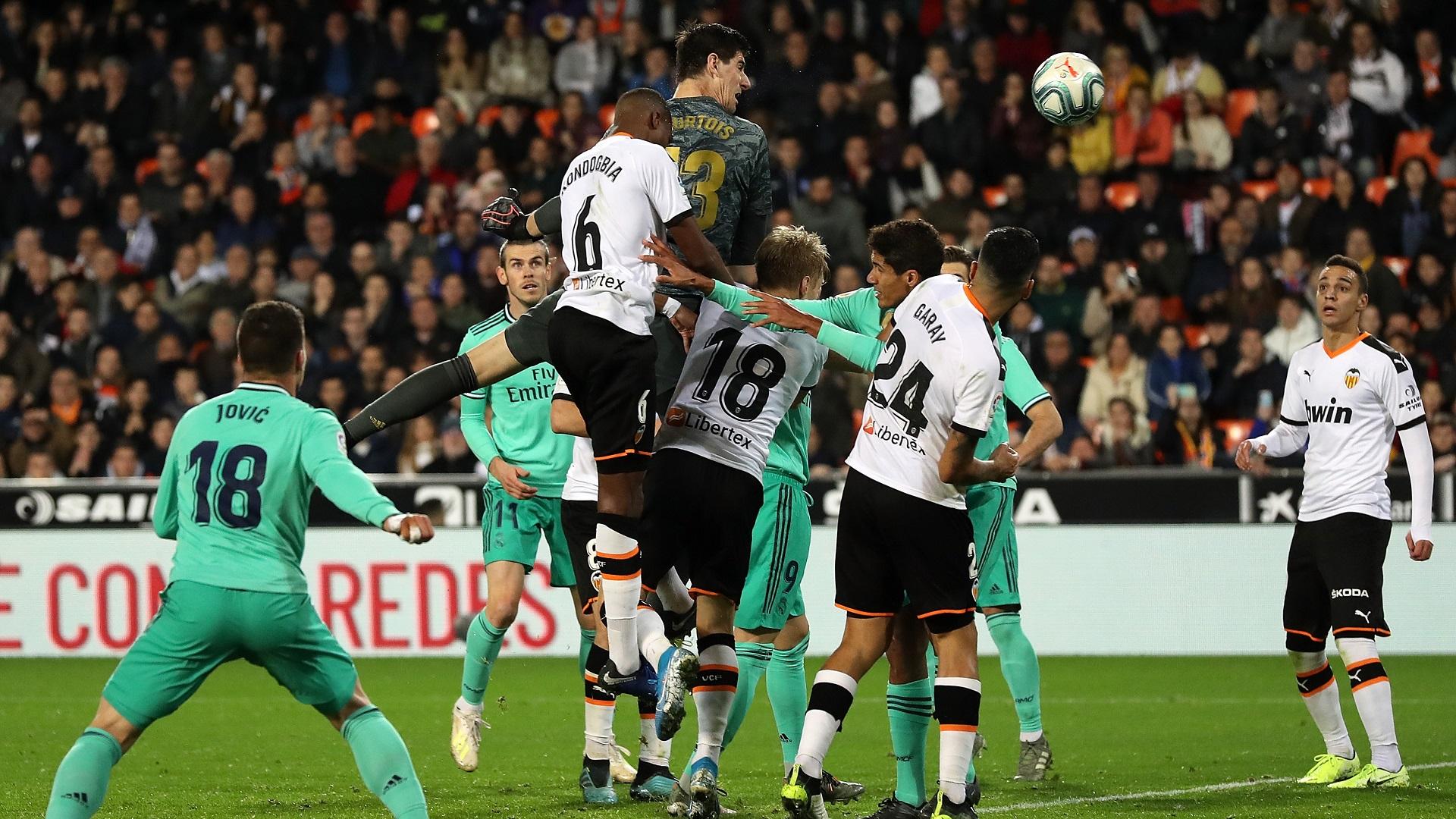 Thibaut Courtois Real Madrid Valencia 2019