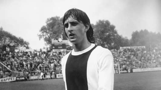 I Hit Him And Thought I Ve Really F Cked Up Here The Story Of Cruyff S One And Only Appearance In Argentina Goal Com