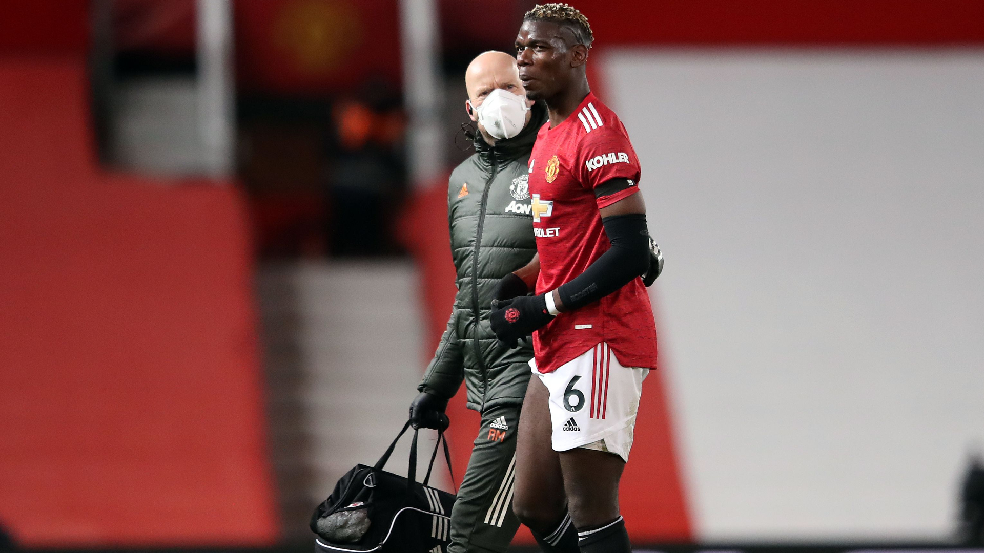Pogba limps off injured in Man Utd's clash with Everton
