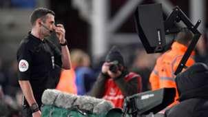 Michael Oliver VAR Monitor Crystal Palace Derby 2019-20
