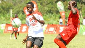 Sufii Mohamed of Serani (L) fight for the ball with Were Obed of Dagoretti