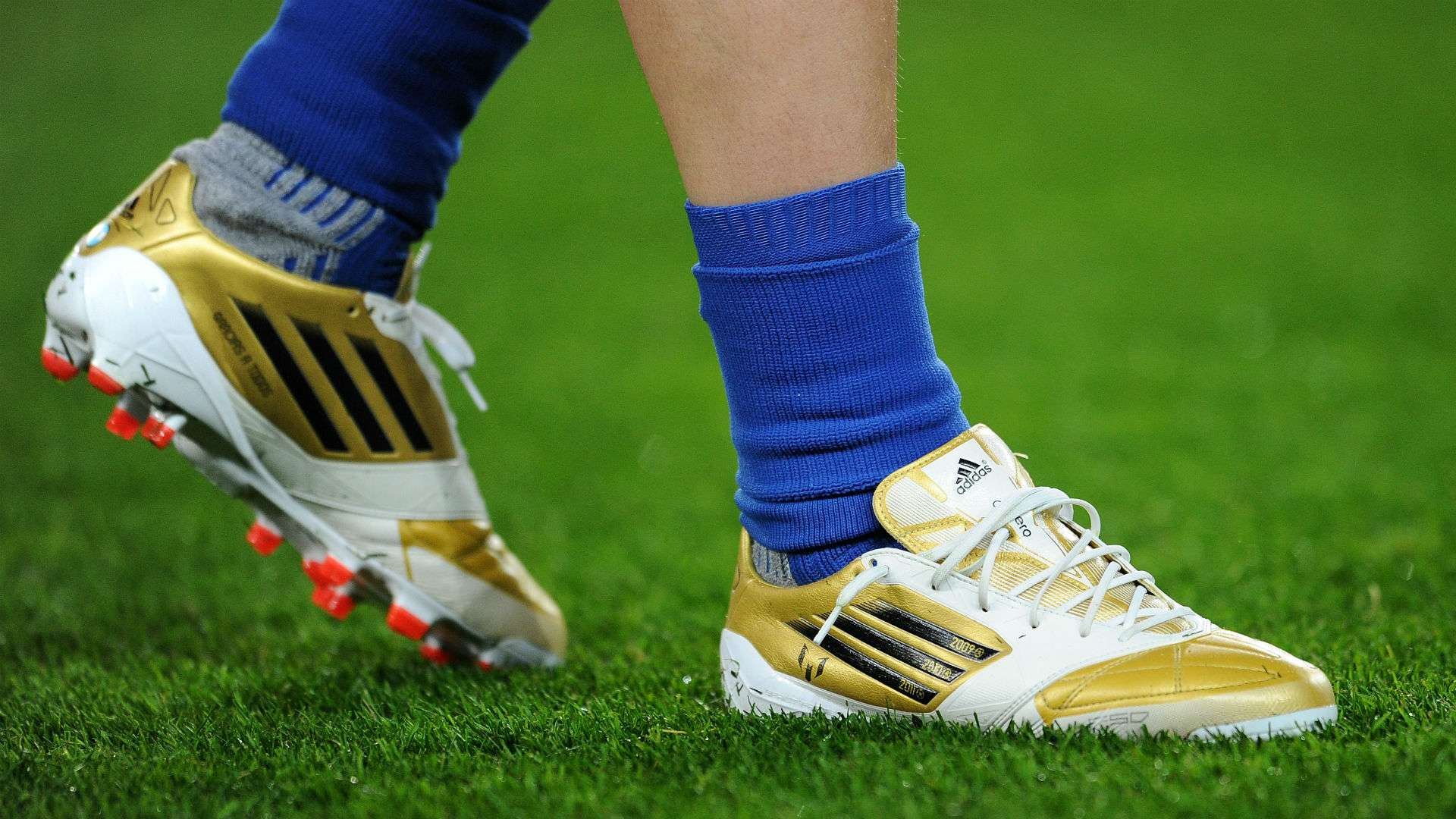 Ya dolor de cabeza Posteridad  Lionel Messi's boots - a history of the Barcelona & Argentina star's best  footwear | Goal.com
