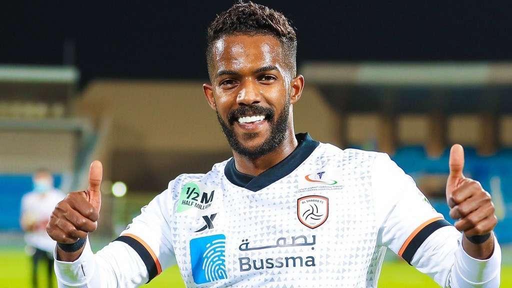 نواف العابد 3 أسباب خلف انتقالي من الهلال إلى الشباب Goal Com